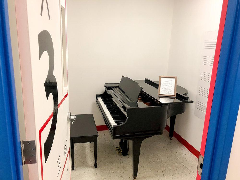baby-grand-piano.JPG