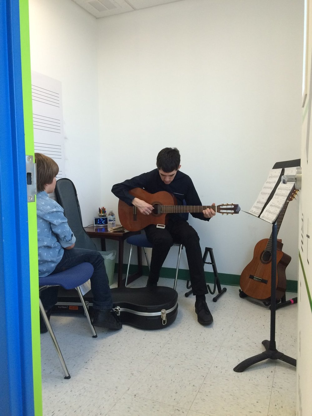 new-jersey-music-school-guitar-tuning.jpg