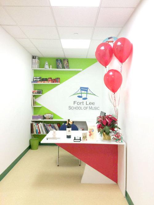 creative-front-desk-office-gigi-gilsinan