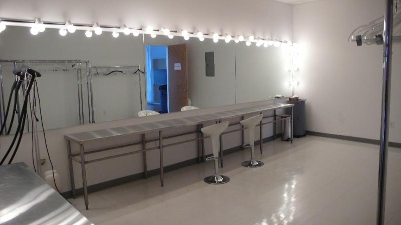 11_dressingroom2.jpg