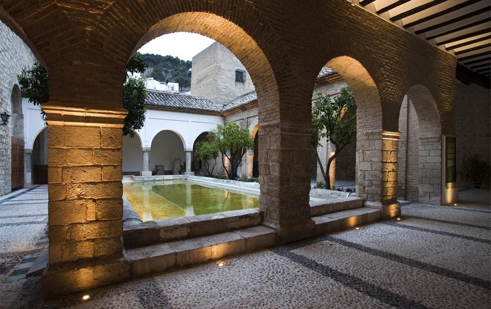 Adecuci n museogr fica e iluminaci n del patio iglesia de for Villas la magdalena 4