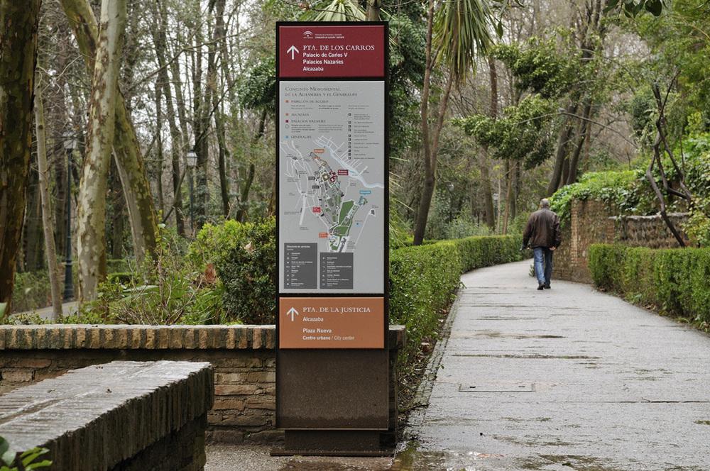 Alhambra_Granada_senalizacion_7.jpg