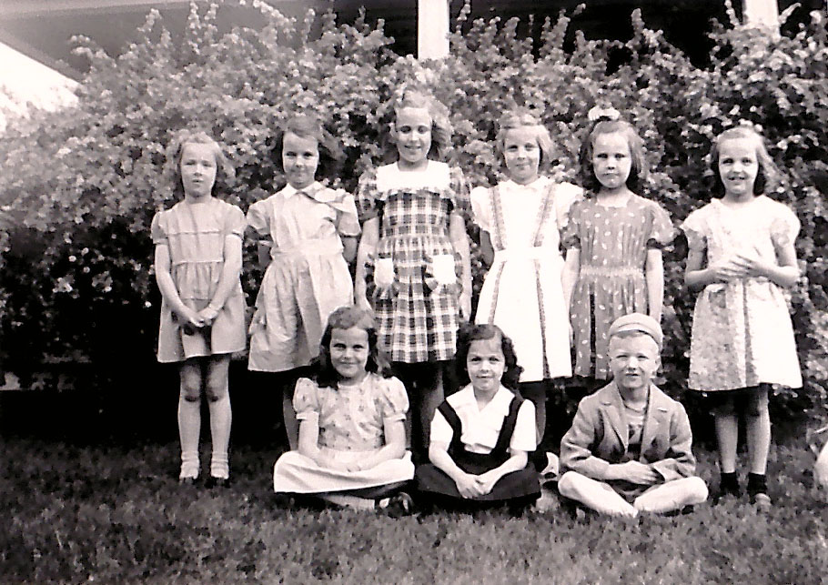 boyJRHandGirls_06May1945.jpg