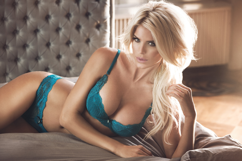 victoria silvstedt lingerie caption