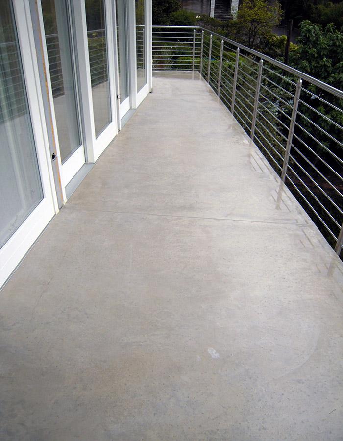 Pavimento balconi in calcestruzzo nuvolato