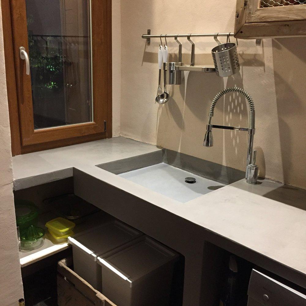 Rivestimento piano cucina e lavello in resincementizio