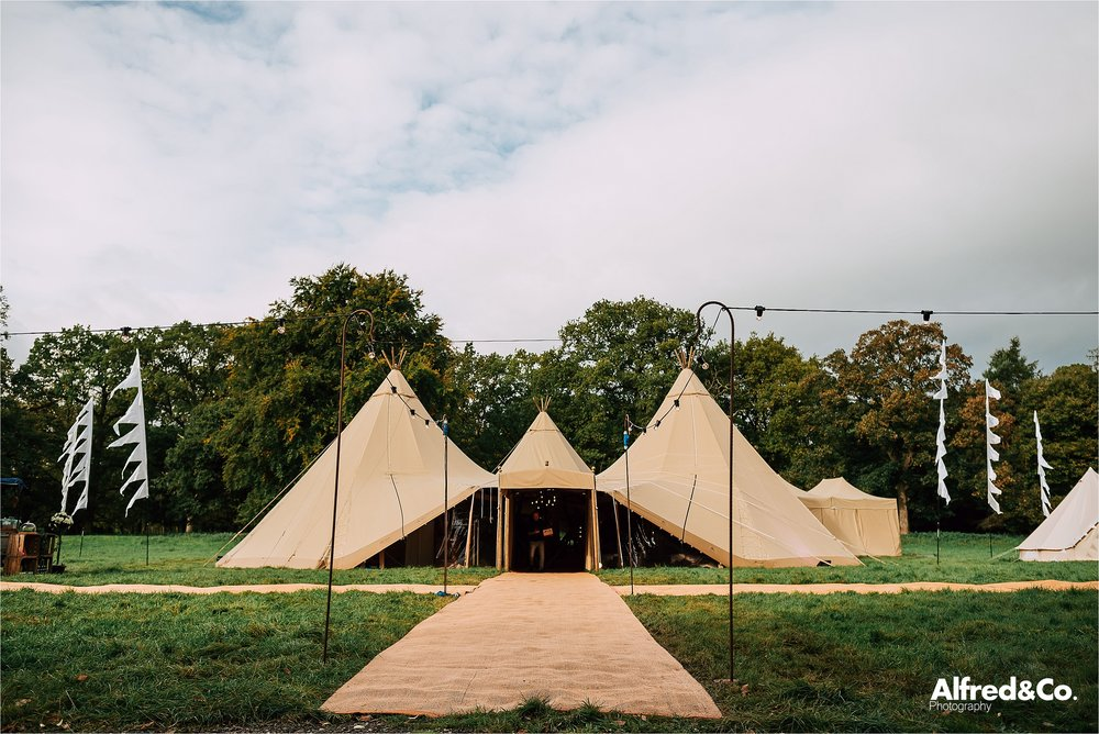 tipi+wedding+dorfoldhall+bigchieftipis+cheshire+lancashire+wedding+photographer+relaxed65.jpg