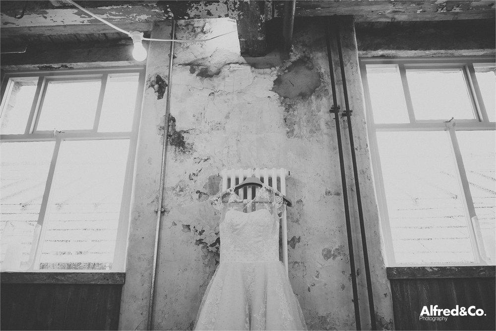 holmesmill+wedding+clitheroe+photographer+rustic+lancashire30.jpg