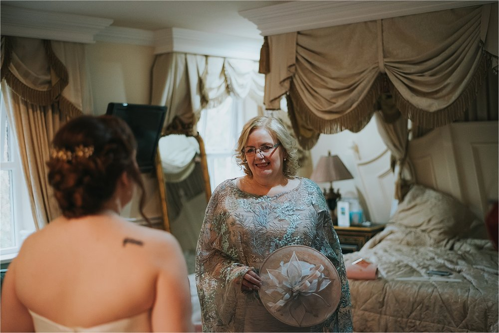 mother of the bride sees bride for first time