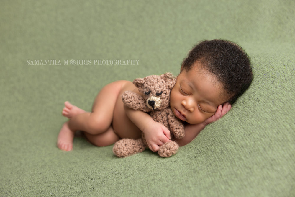 harfordcountynewbornphotographer_Samanthamorrisphotography_Blackboygreenblanket.jpg
