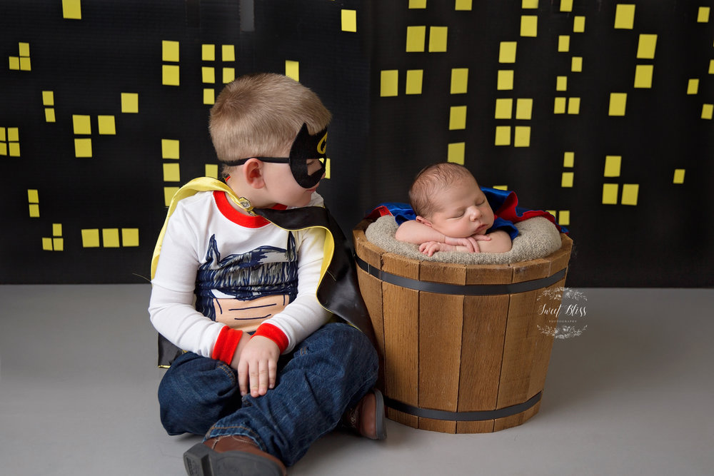 HarfordCountyNewborn_SweetBlissPhotography_batmansupermanbrothers2.jpg
