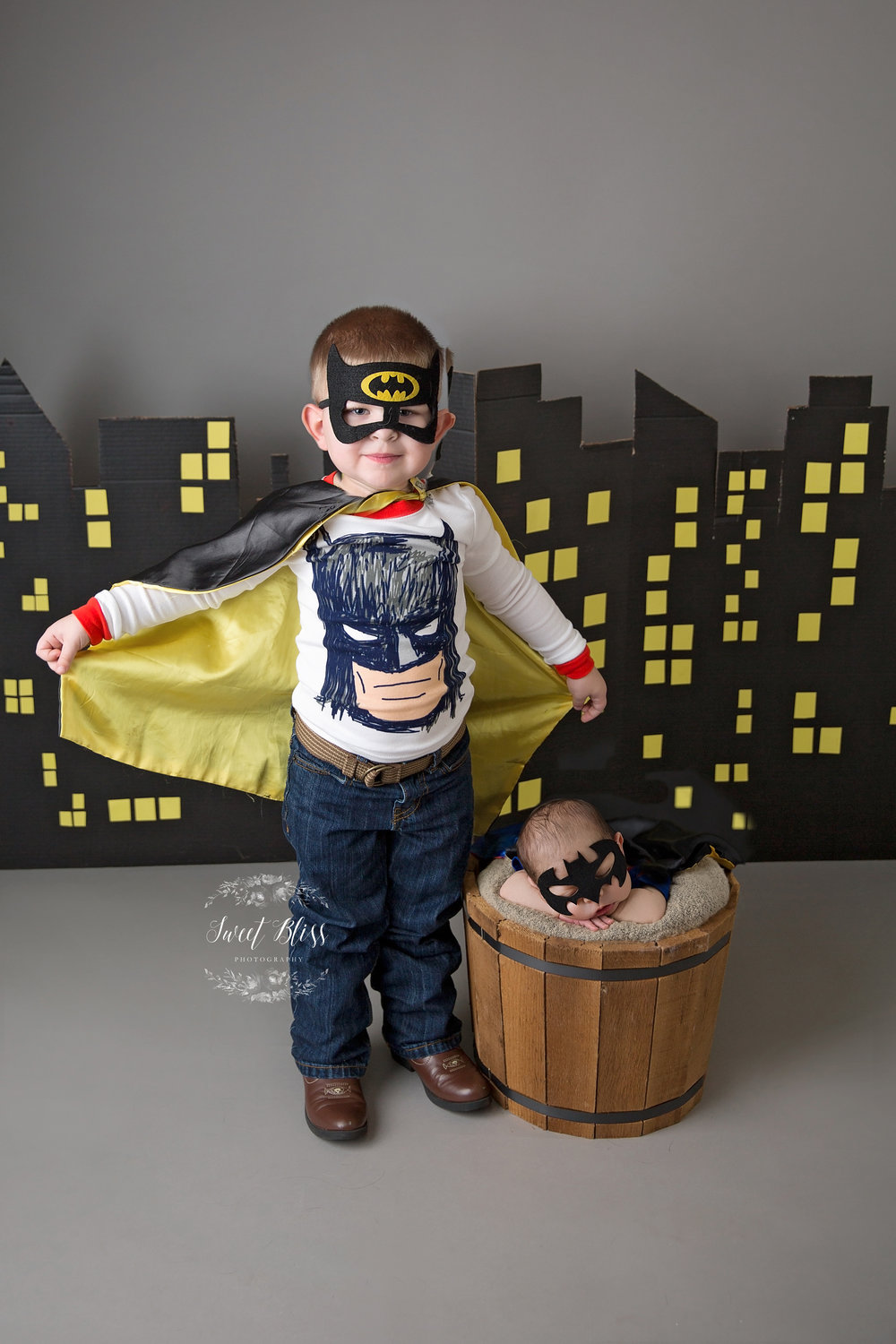 HarfordCountyNewborn_SweetBlissPhotography_batmansupermanbrothers3.jpg
