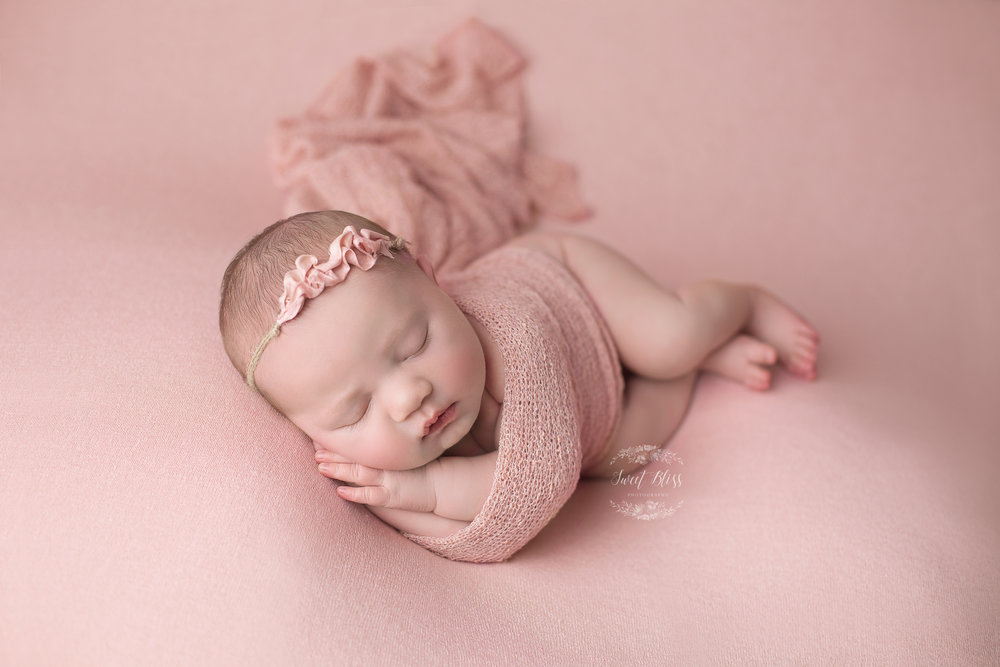 HarfordCountyNewbornPhotographer_Sweetblissphotography_pink5 copy.jpg
