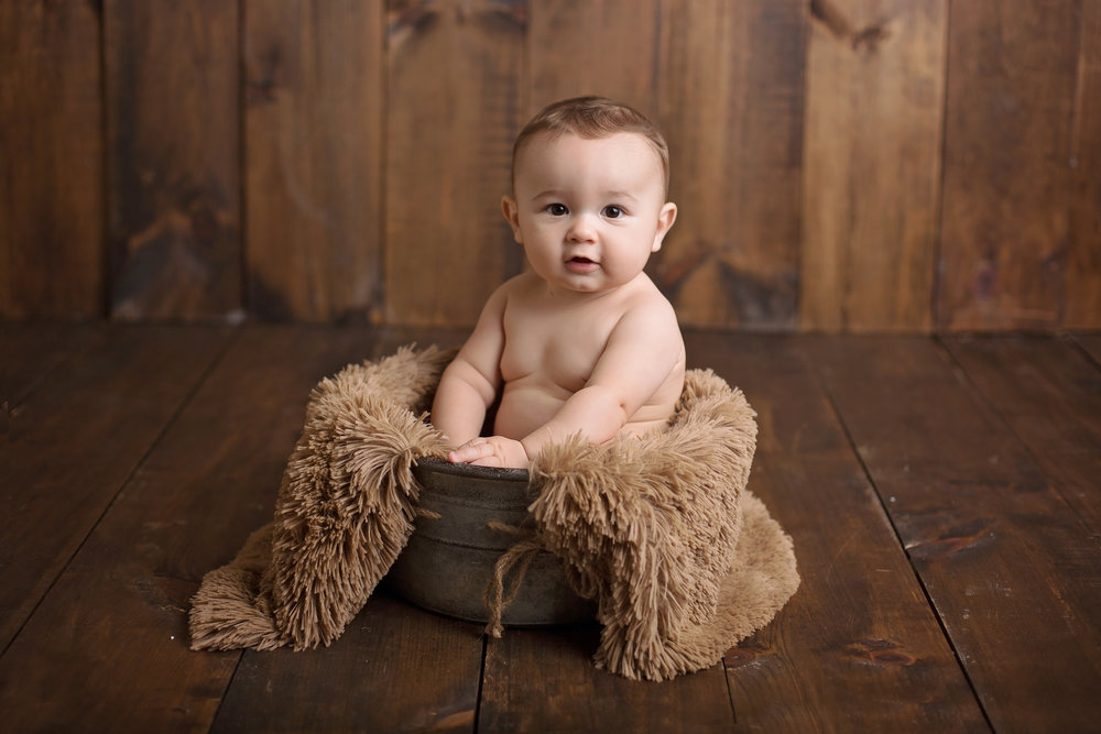 abingdon6monthsession_woodbackground3.jpg