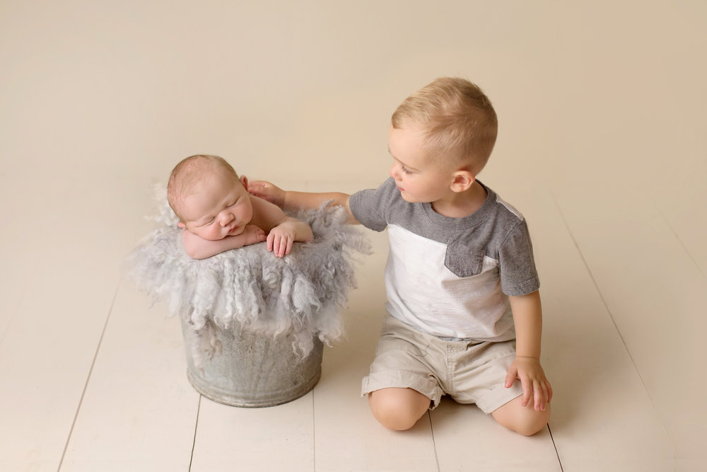 Baltimorenewbornphotographer_sweetblissphotography_sibling2.jpg