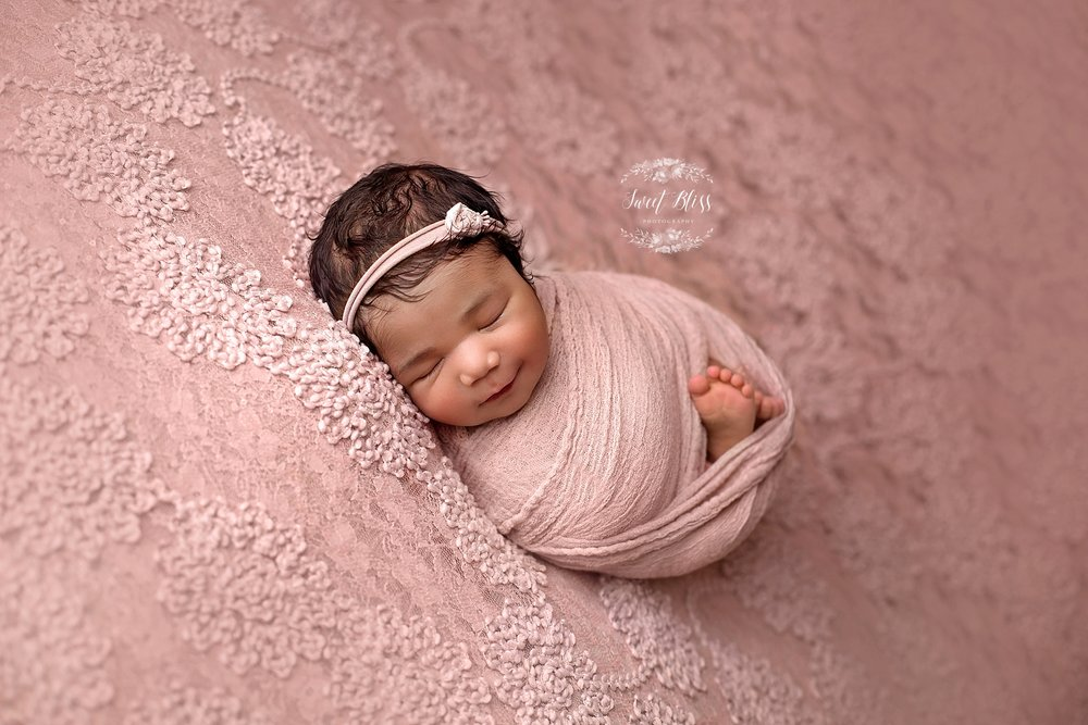 BaltimoreNewbornPhotographer_Harfordcountynewbornphotography_chaunvadustyrosebackdrop1.jpg