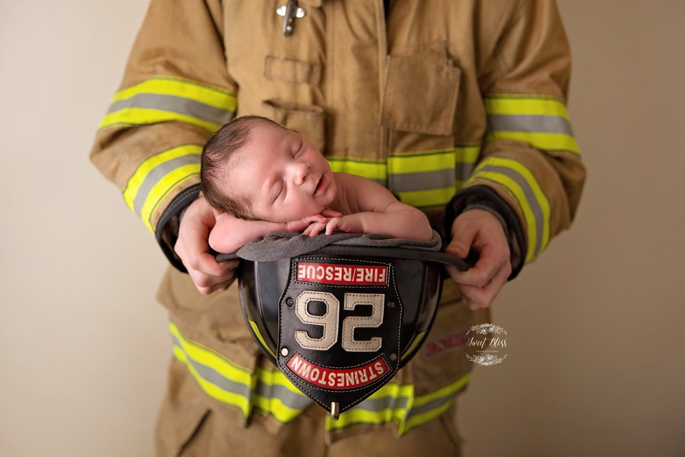 Sweetblissphotography_Firefighter2_Baltimorenewbornphotographer4.jpg