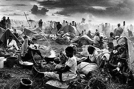 Refugee camp at Benako, Tanzania, 1994. ©Sebastião Salgado