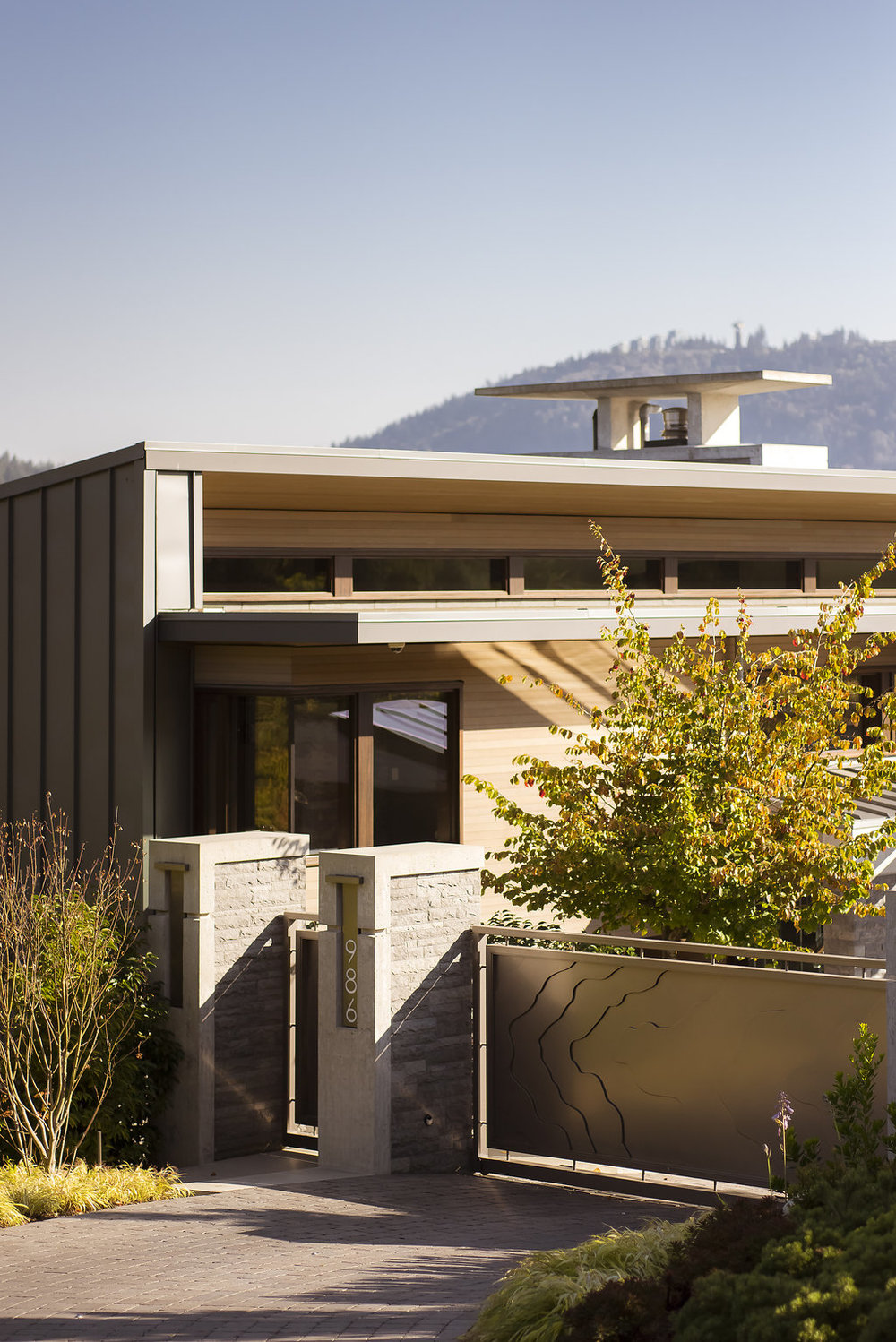 BRS-Coves-End-Paul-Sangha-Landscape-Architecture-Vancouver-Photography-Brett-Ryan-Studios-Residential-Entrance-Stone