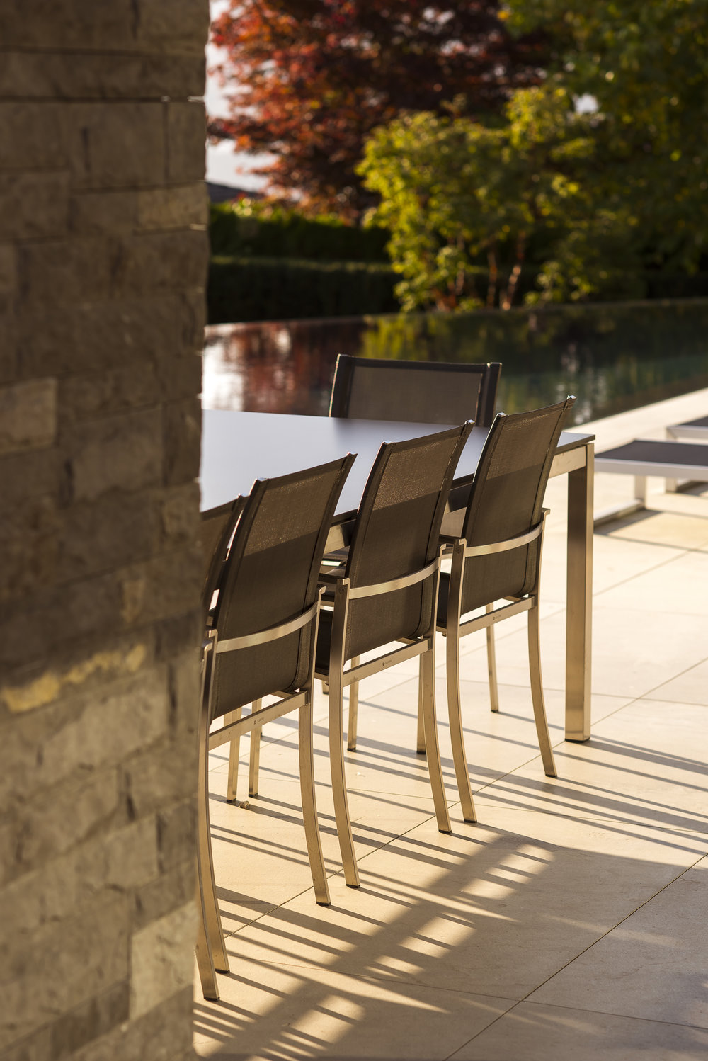 BRS-Coves-End-Paul-Sangha-Landscape-Architecture-Vancouver-Photography-Brett-Ryan-Studios-Residential-Patio-Chairs-And-Table
