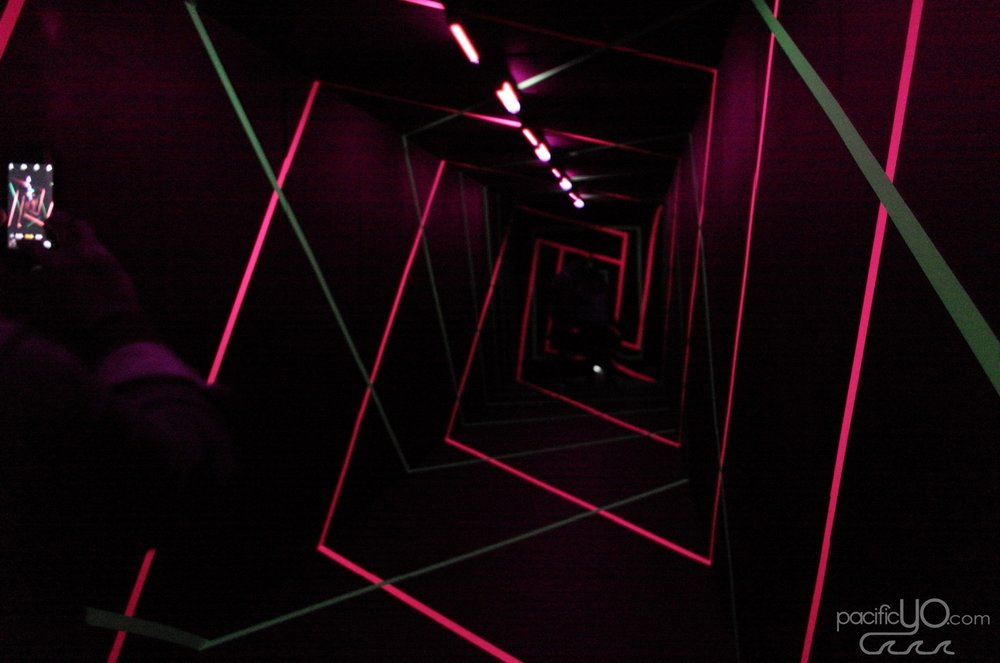 Wonderspaces San Diego - 01 - Neon Tunnel - Kitsch Nitsch.JPG