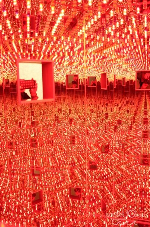 Seattle Art Museum - Yayoi Kusama - Infinity Mirror - 02.JPG