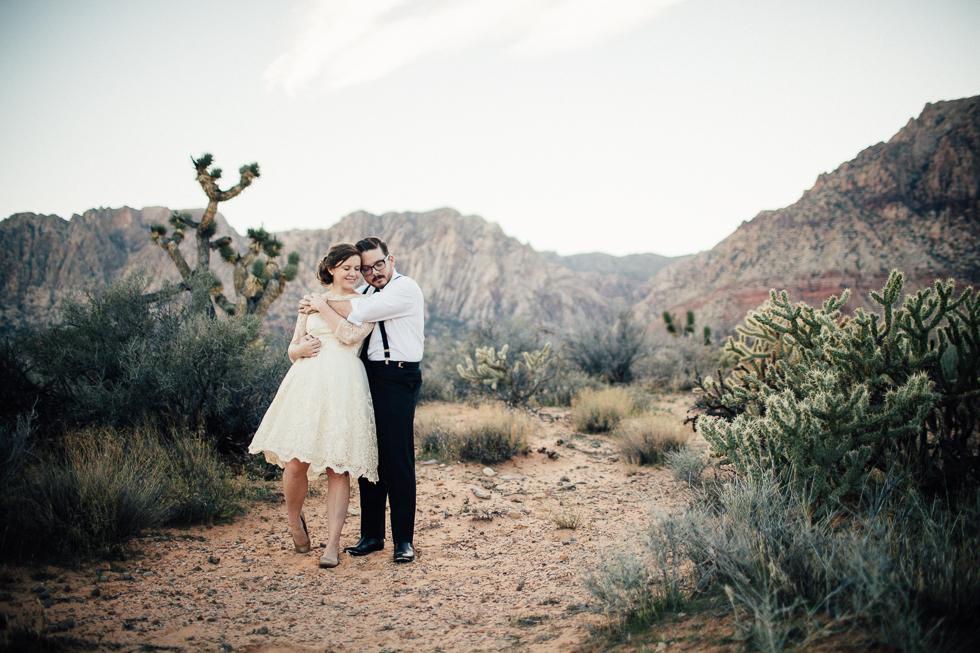Emily & Matt Red rock canyon engagement-1048.jpg