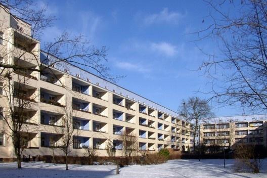 Conjunto habitacional Carl Legien, Pankow, Alemanha, 1928-1930. Arquitetos Bruno Taut e Franz Hilinger Foto Doris Antony [Wikimedia Commons]