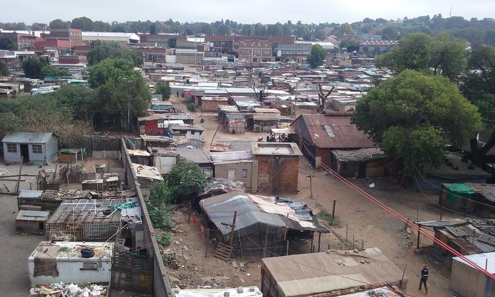 Favela próxima ao centro de Johannesburgo. Foto: Francisco Comaru