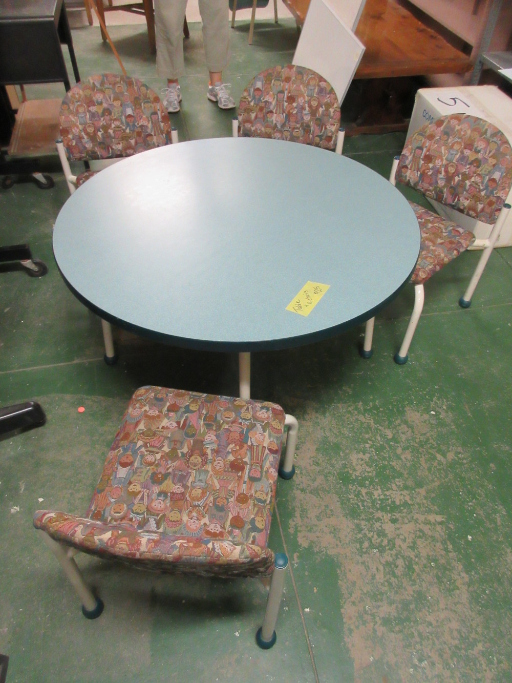 childrens table and chairs.JPG