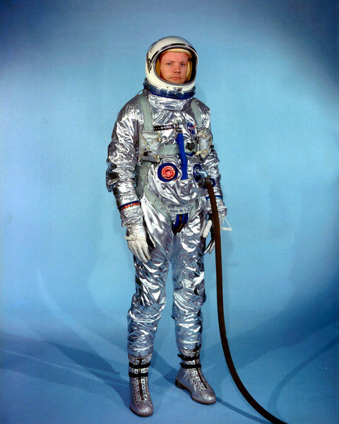 ss480px-Neil_Armstrong_pre_Gemini_spacesuit.jpg