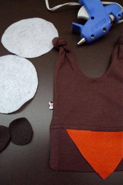 making-a-hoot-hoot-hat