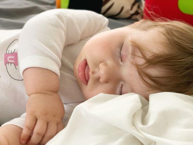 ☮️ 💜#sleepingbeauty #chubbybaby #loveofmylife #momlife #mydaughter #redhead #perfectbaby #momlife #momof2 #7monthsold #modelbaby #sleepingbaby