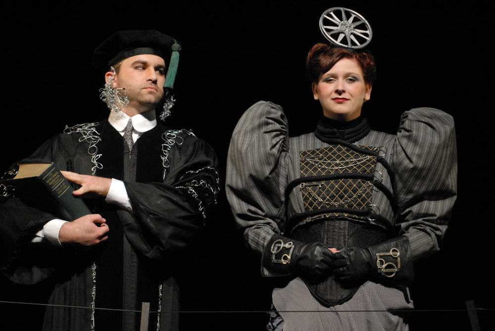 Herr Sonnenstich (Adam Thatcher) & Frau Knuppledick (Lucy Chmielewski)