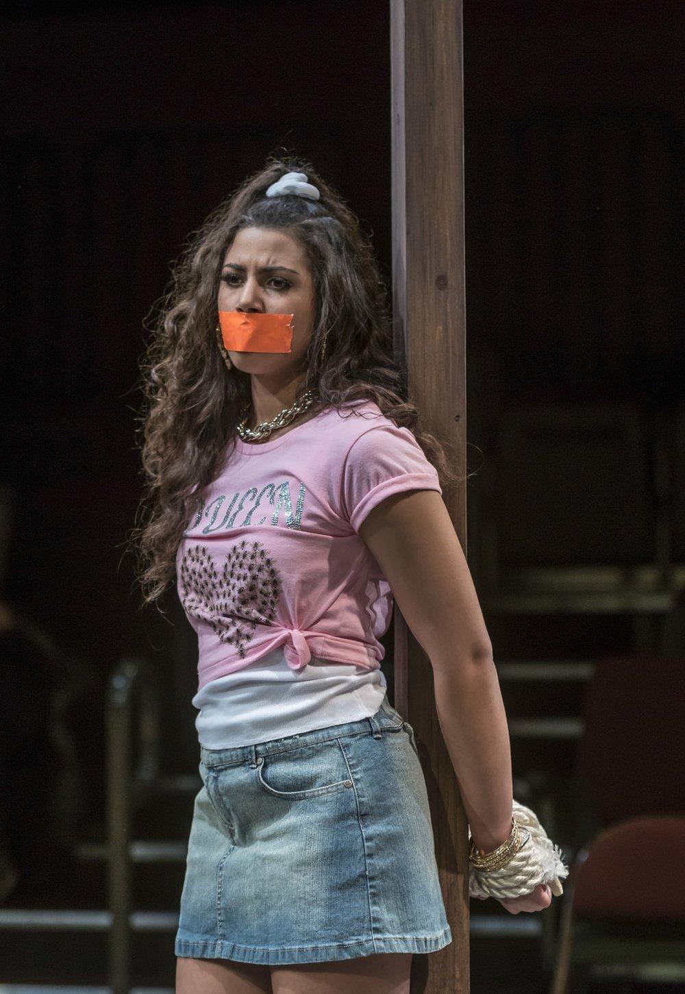 Barbara (Katelynn Shennett)