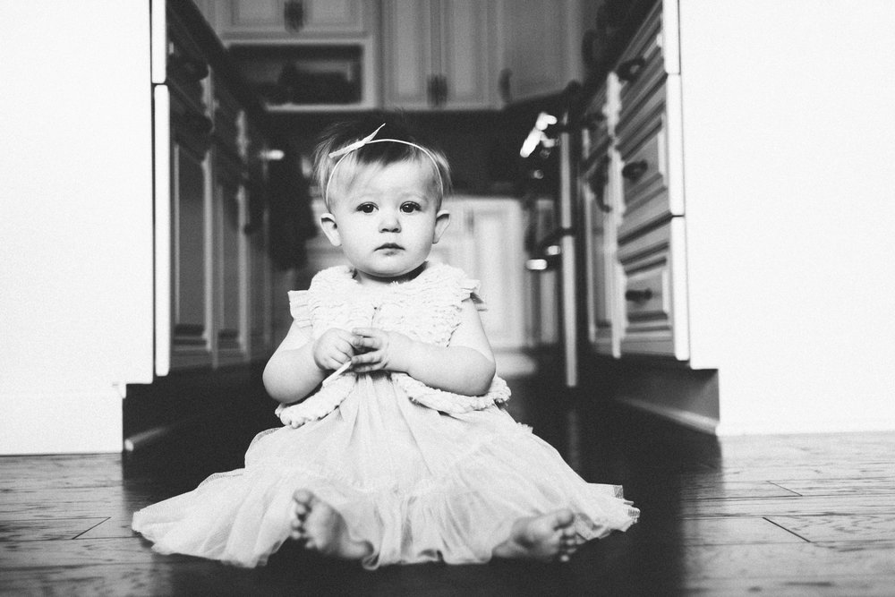 Michigan Family Photographer First Birthday Cakesmash Lifestyle Black and White Indoors (3).jpg