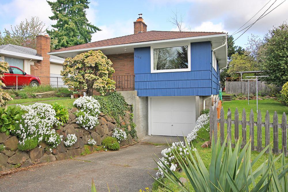 exterior_front_garage.jpg