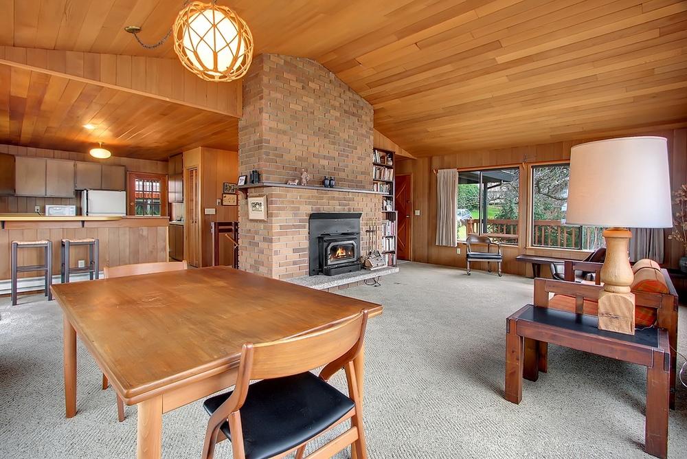 Page_livingrm_fireplace.jpg