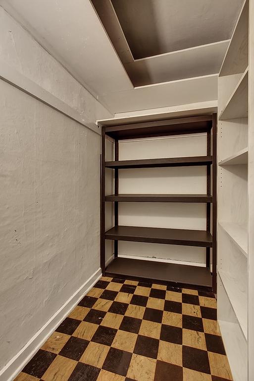 large_closet.jpg