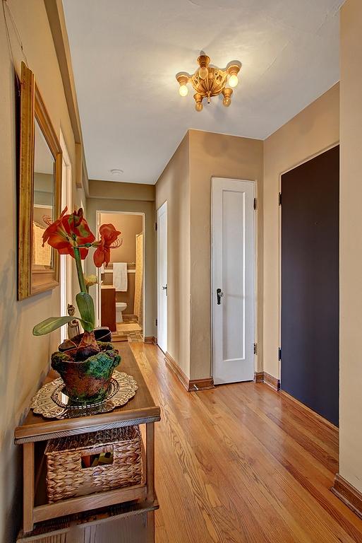 entry_hallway.jpg