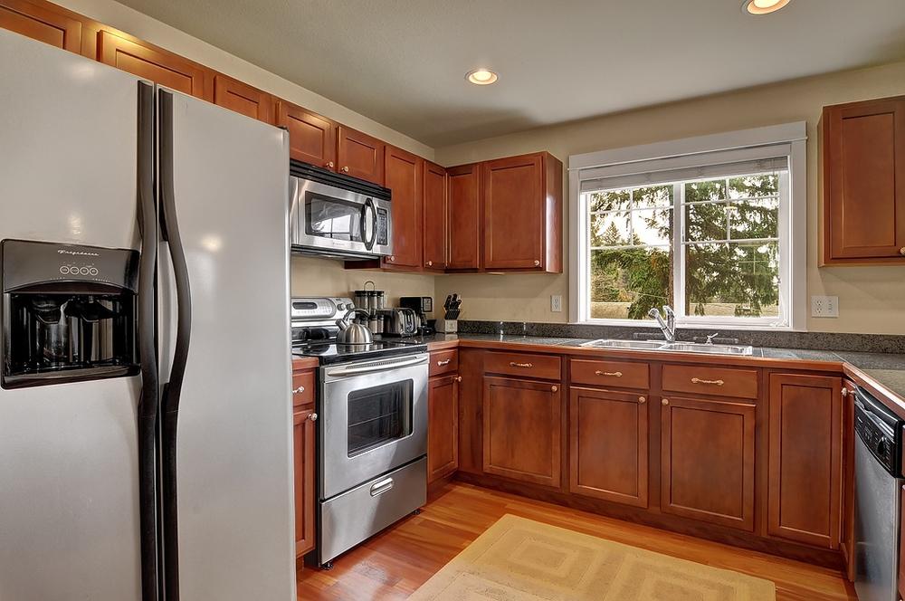 kitchen fridge range.jpg