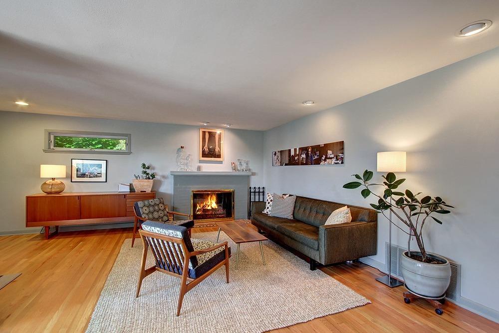 Livingrm fireplace.jpg