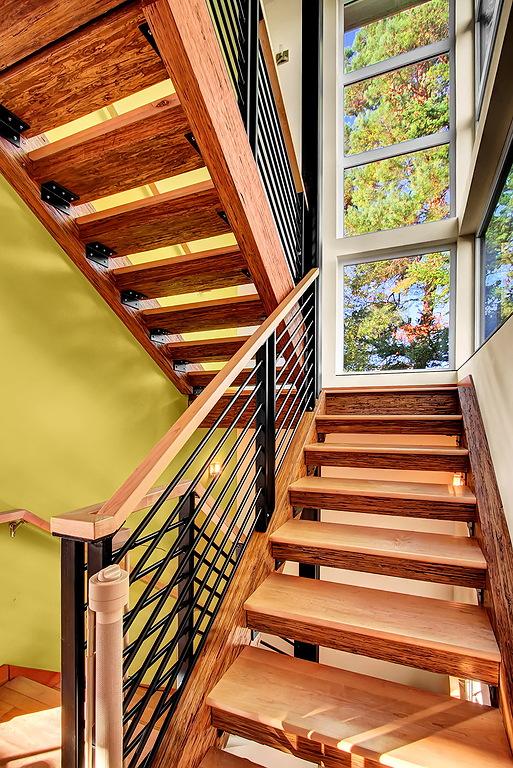 Tello stairwell up.jpg