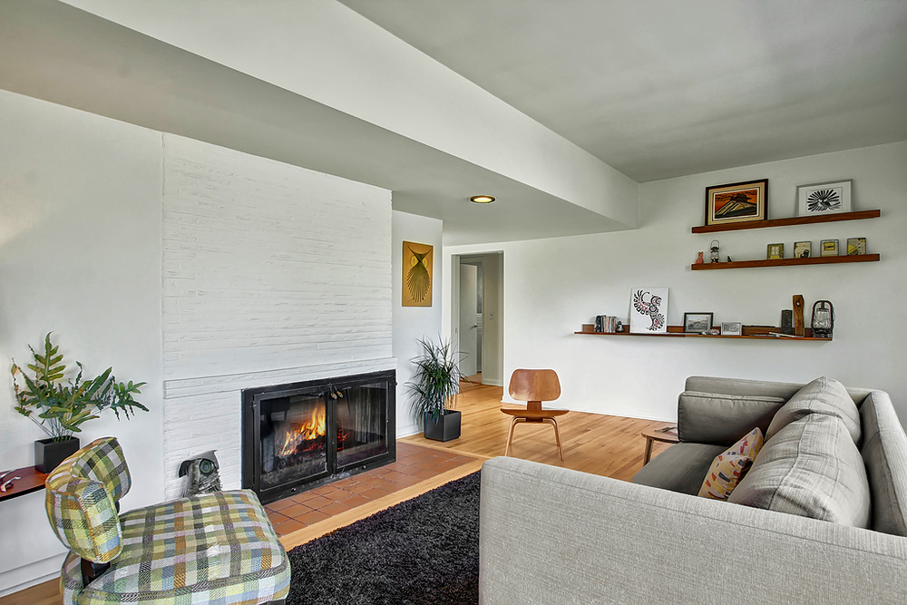 livingrm_fireplace.jpg