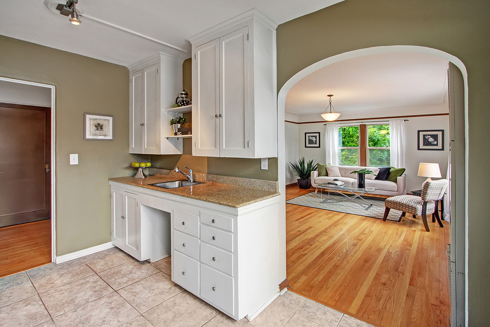 Kitchen looking into the Livingroom