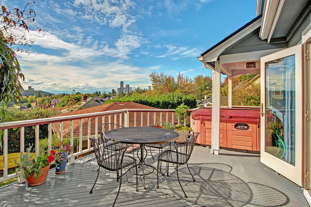View Deck with Hot Tub
