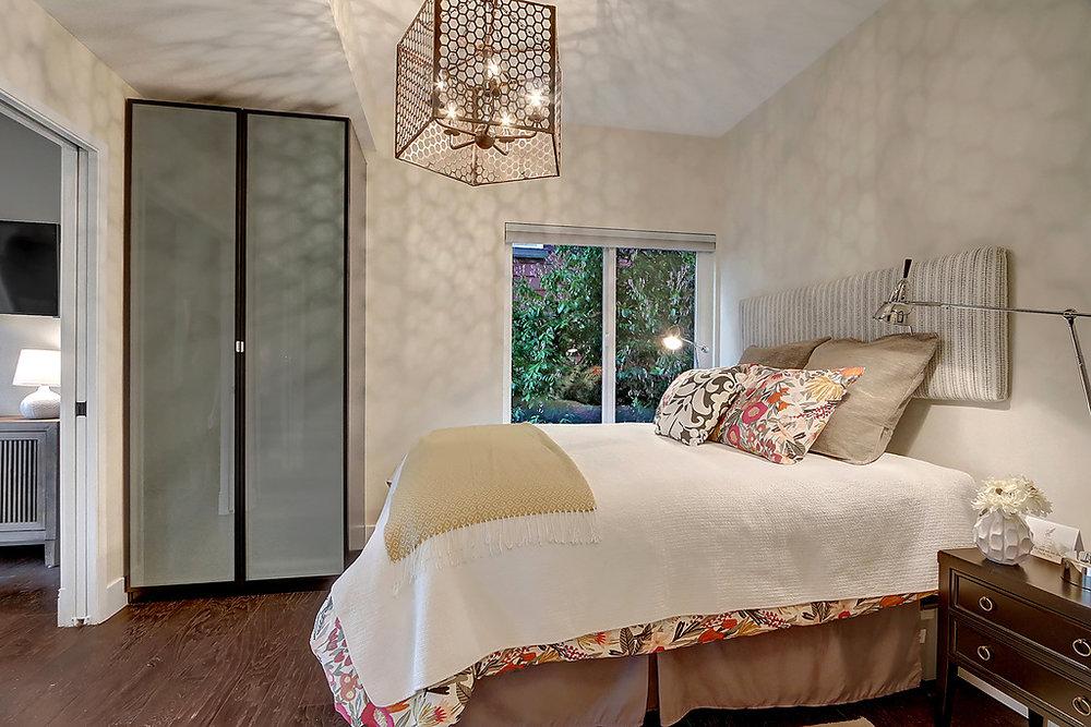 bedroom to window.jpg