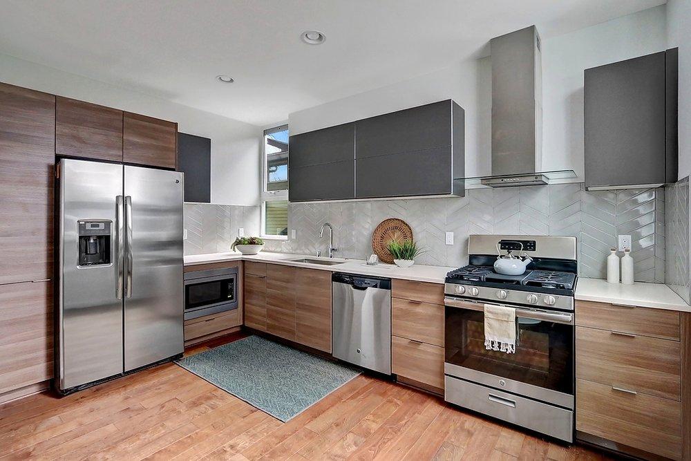 B kitchen full appliances.jpg