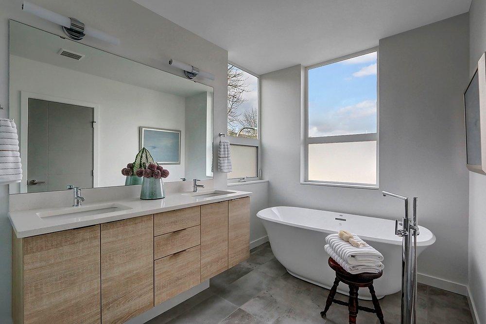 A master bathtub.jpg