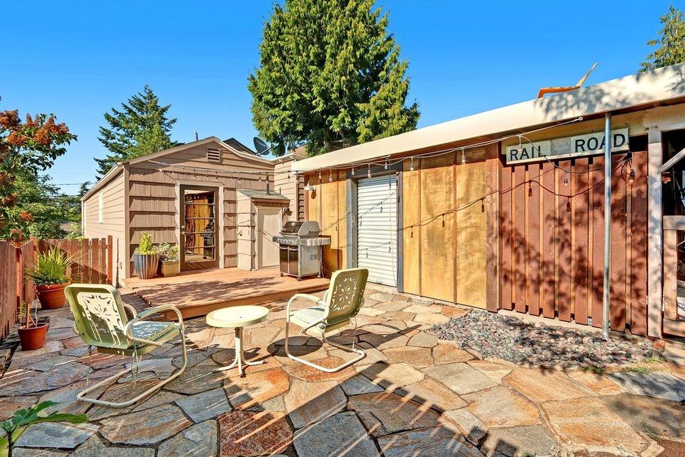 backyard to house.jpg